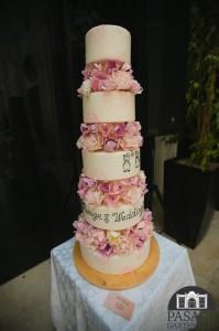Вишуканий весільний торт